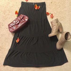 Dresses & Skirts - Black Tiered Basic Maxi Skirt 🌟🌟